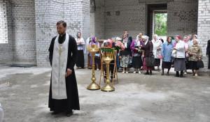 Праздничная литургия в строящемся храме в Нагорном парке.