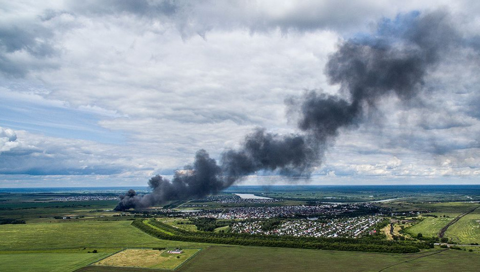 Пожар на химзаводе в Барнауле. 9 июля 2015 года.