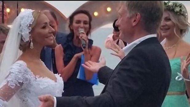 Песков и Навка сыграли свадьбу.