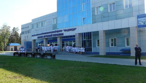 """Торжестенное открытие нового корпуса онкоцентра """"Надежда"""". Барнаул, 3 августа 2015 года."""