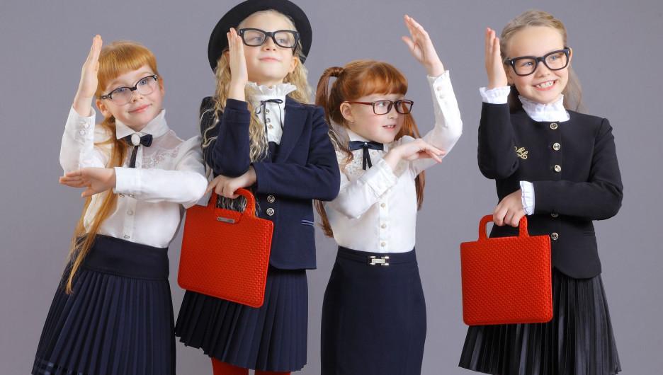 Дизайнеры «Маленькой леди» максимально разнообразят версии основных моделей декоративными элементами.