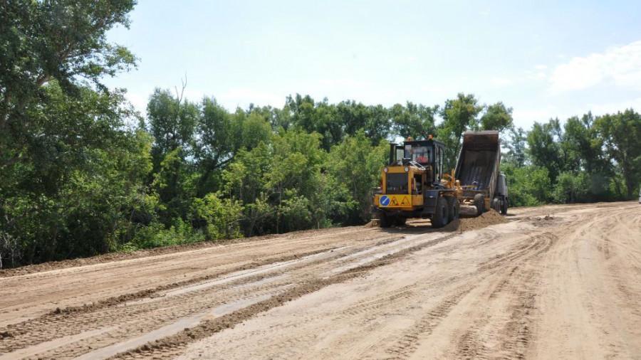 Строительство сельской дороги.