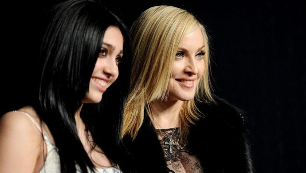 Мадонна и Лурдес.