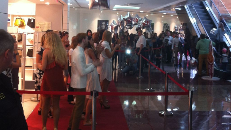 На открытии магазина H&M в Барнауле.