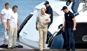 Владимир Путин после путешествия на батискафе.