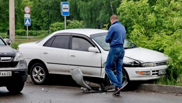Автомобиль после ДТП в Барнауле