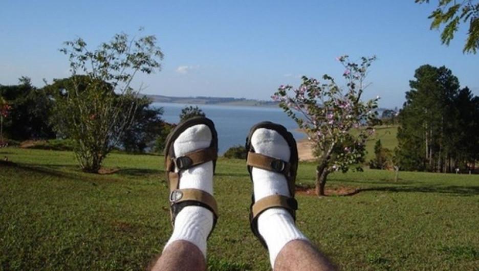 Cочетание носки-сандалии стоит на первом месте как модное недоразумение.