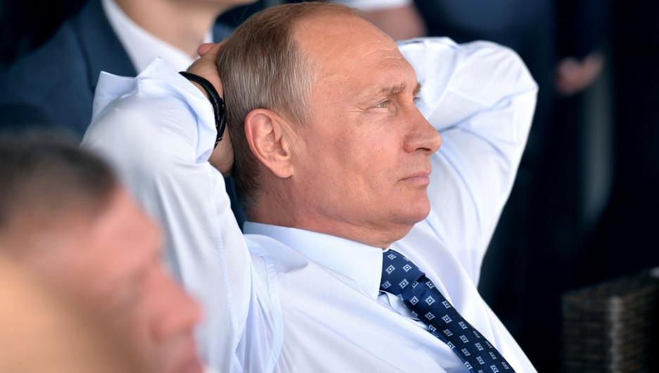 «Не выходи из комнаты». Почему Путин ушел на самоизоляцию и как он себя чувствует