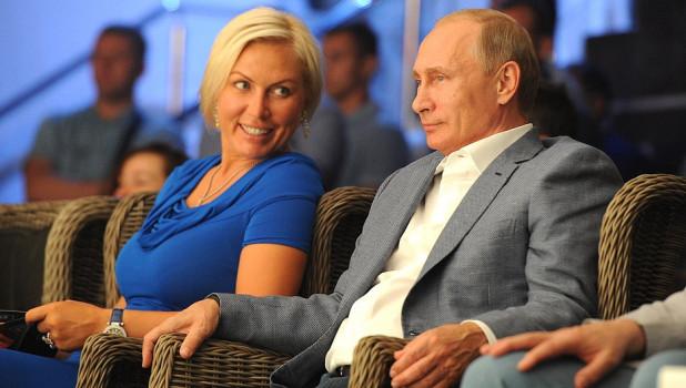 Владимир Путин посетил соревнования по самбо в Сочи.