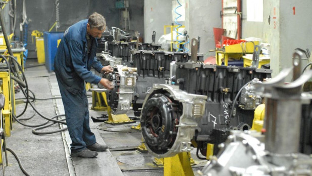 У служащих Алтайского моторного завода нет денежных средств, чтобы доехать доработы