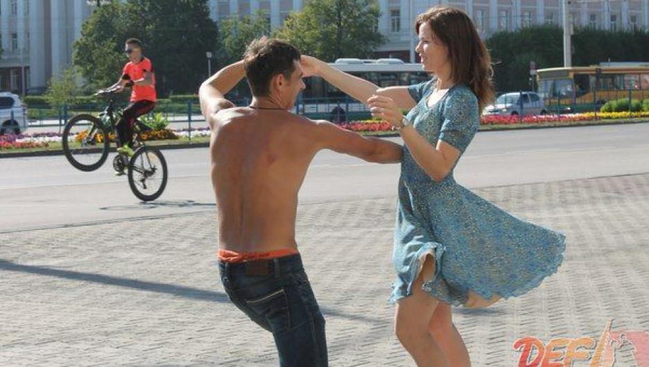 Натанцеваться вволю и бесплатно научиться хастлу барнаульцы смогут в День города.