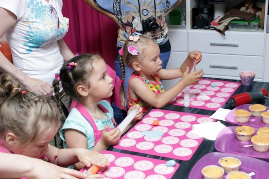 Мастер-классы для поварят проводят в кафе и кулинарных студиях Барнаула.