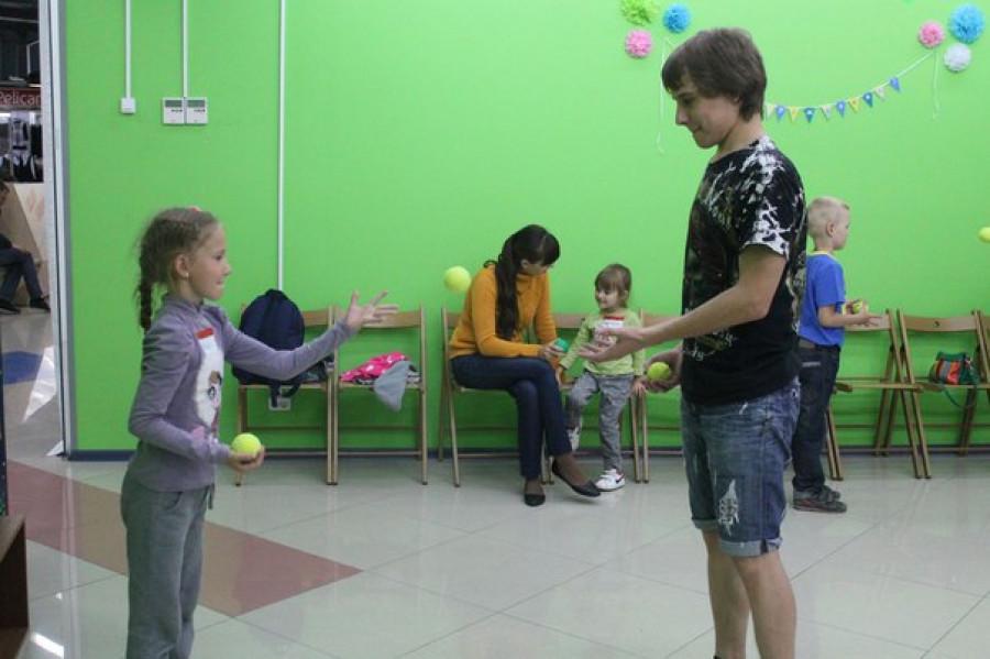 Умение жонглировать совершенствует координацию движений и концентрацию внимания.