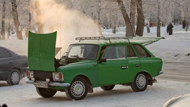 Мороз и автомобиль.