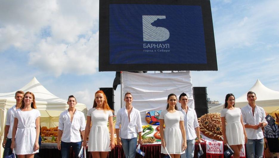 В Барнауле презентовали туристическую эмблему города.