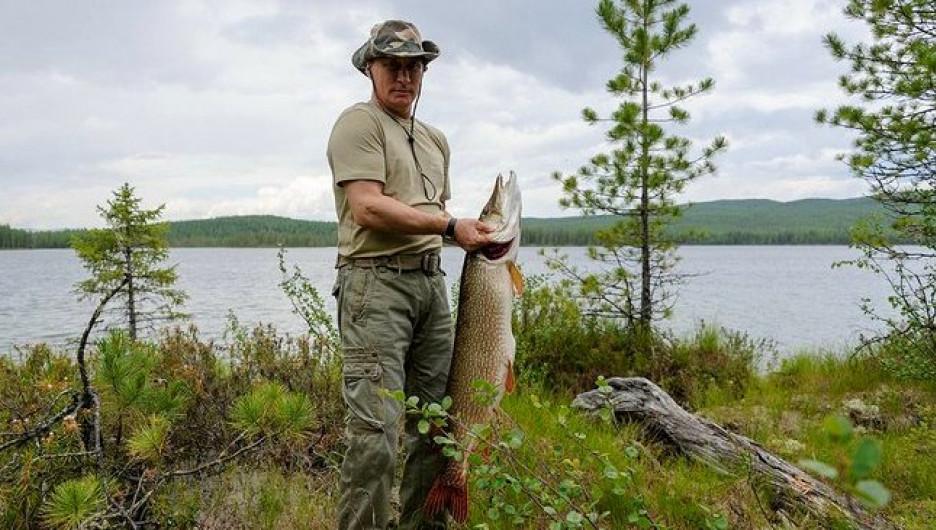 Владимир Путин на рыбалке.