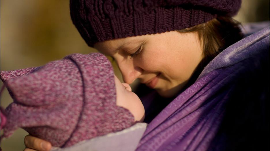 Дети, которых много носили на руках, вырастают более уверенными в себе.