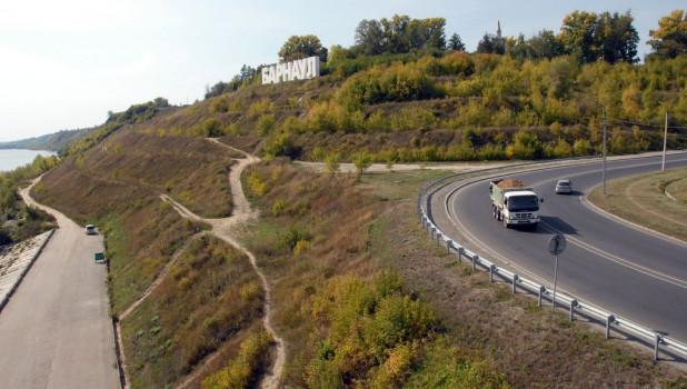 "Вид на Нагорный парк и буквы ""Барнаул""."