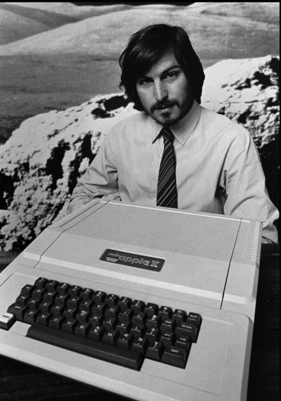 Стив Джобс представляет новый Apple II в Купертино, Калифорния, 1977 г.