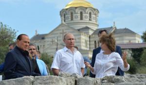 Владимир Путин и Сильвио Берлускони в Крыму.
