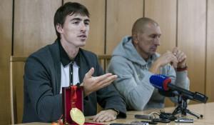 Чемпион мира Сергей Шубенков и его тренер Сергей Клевцов.