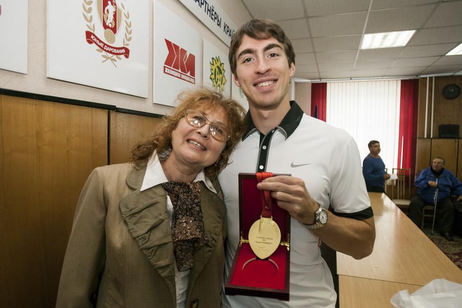 Чемпион мира Сергей Шубенков и его мама.