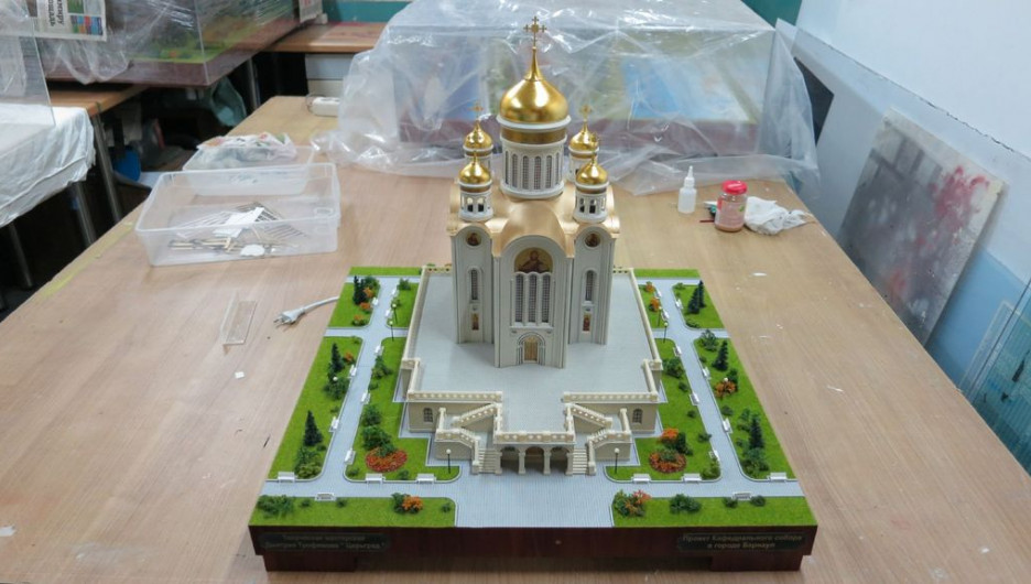 Макет здания кафедрального собора Спаса Нерукотворного в Барнауле.