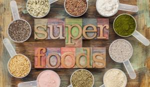 Употребление суперфудов дает ощутимый приток энергии и жизненных сил, ведь эти продукты - кладезь витаминов, минералов, аминокислот и других полезных веществ.
