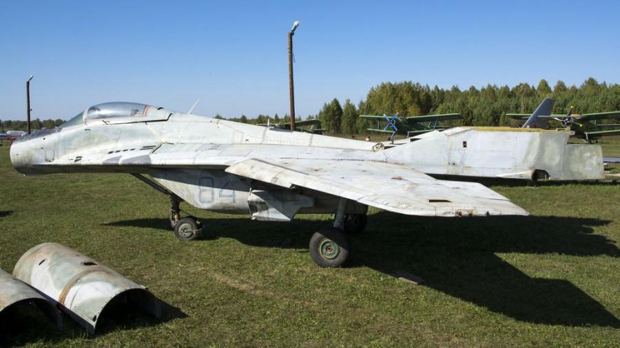 МиГ-29 в барнаульском музее авиации.