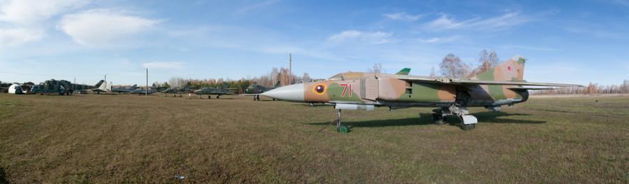 """Музей авиации на аэродроме """"Лесной""""."""