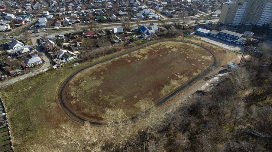 """Стадион Клевчени в парке """"Изумрудный""""."""