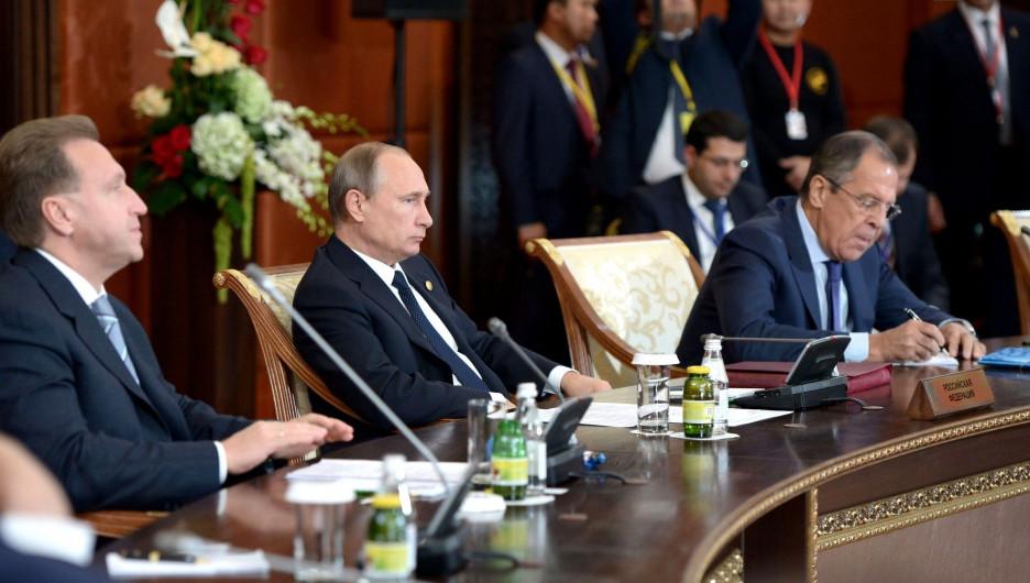 Игорь Шувалов, Владимир Путин и Сергей Лавров.