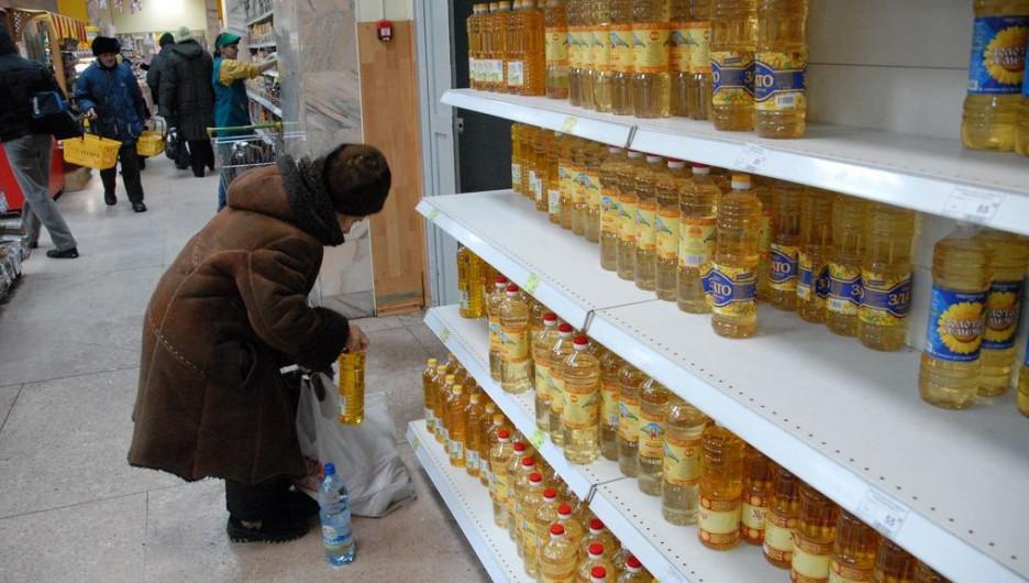 Покупательница и растительное масло.