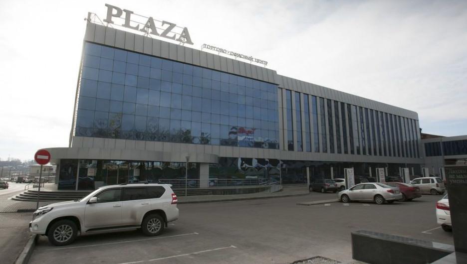 """Торгово-офисный центр """"Плаза""""."""