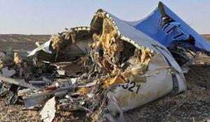 Обломки российского самолета, упавшего в Египте 31 октября 2015 года.