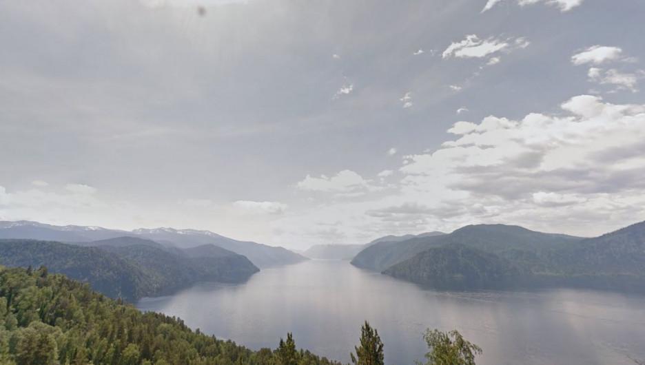 Вид на Телецкое озеро с горы Чичелган.