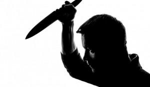 Мужчина с ножом.