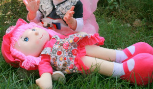 Ребенок с куклой.
