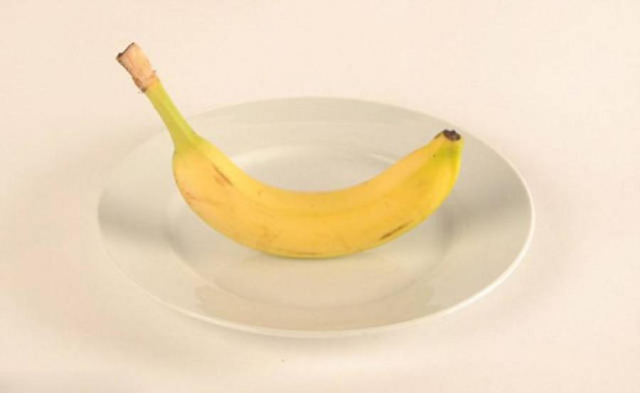Средних размеров  банан.