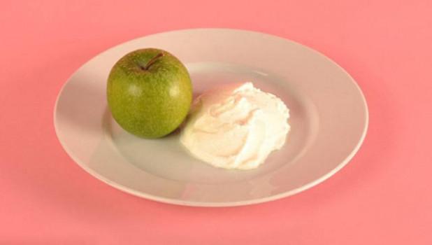 125 г обезжиренного йогурта и одно яблоко.