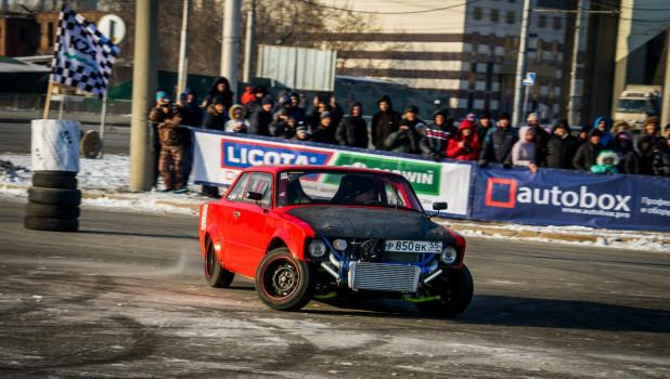 Автогонки на речном вокзале в Барнауле