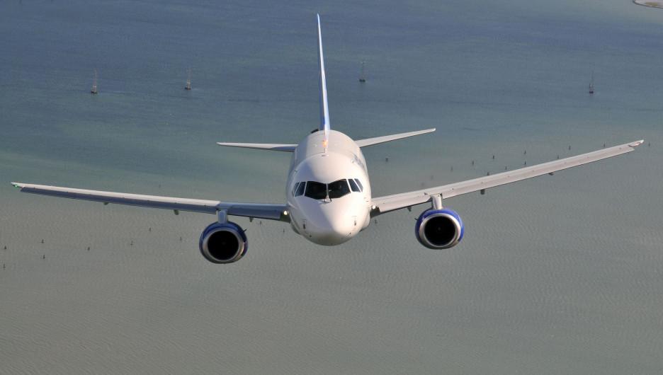 Самолет. Суперджет.