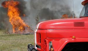 Пожарные и огонь.
