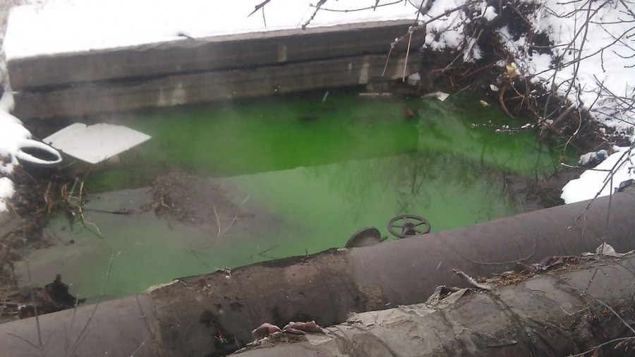 Зеленая вода в теплоцентрали.