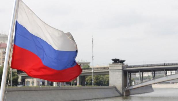 В Крыму развернули самый большой российский триколор