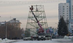 В Барнауле возводят Ледовый городок. 3 декабря 2015 года.