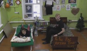 """Жизнь Сереги и Юли в реалити-шоу """"Серега TV""""."""