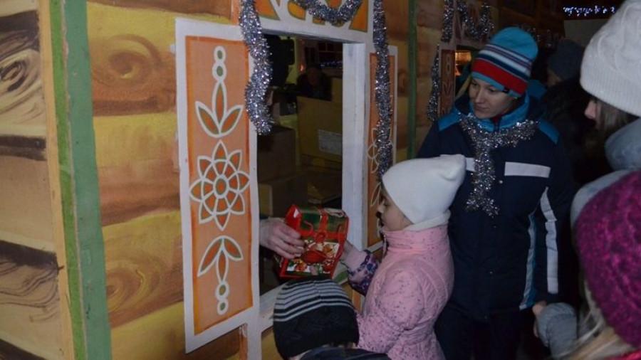 Открытие новогодних елок в Октябрьском районе.