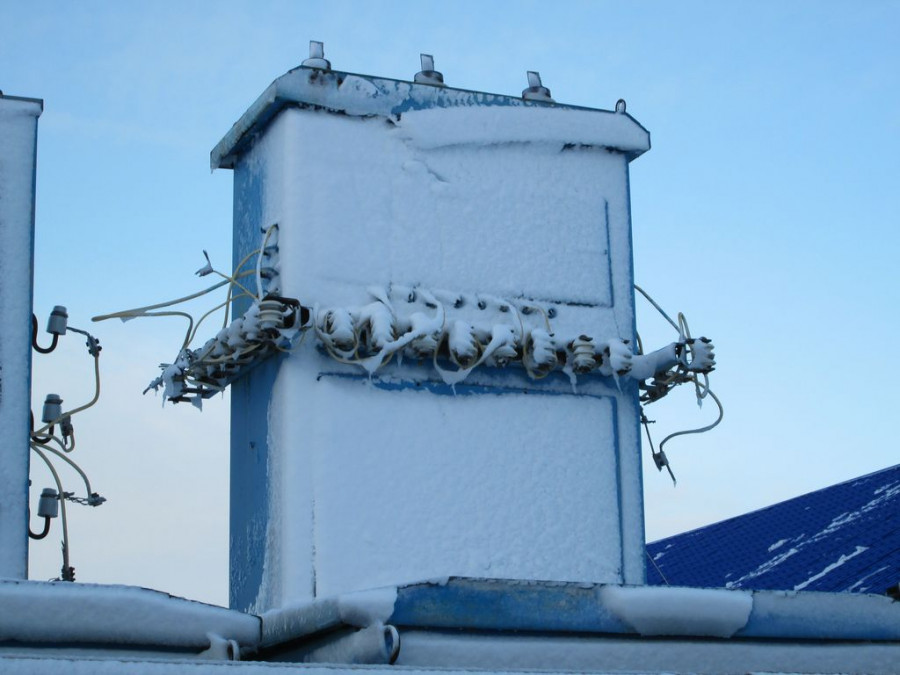 """Энергетики """"СК Алтайкрайэнерго"""" оперативно устранили последствия аномальной погоды."""