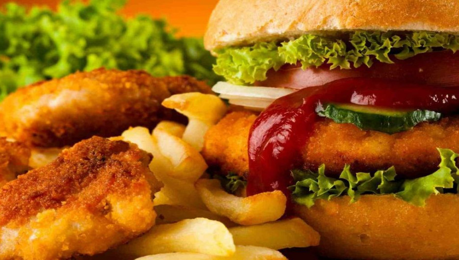 Фастфуд. Гамбургер, картофель фри.